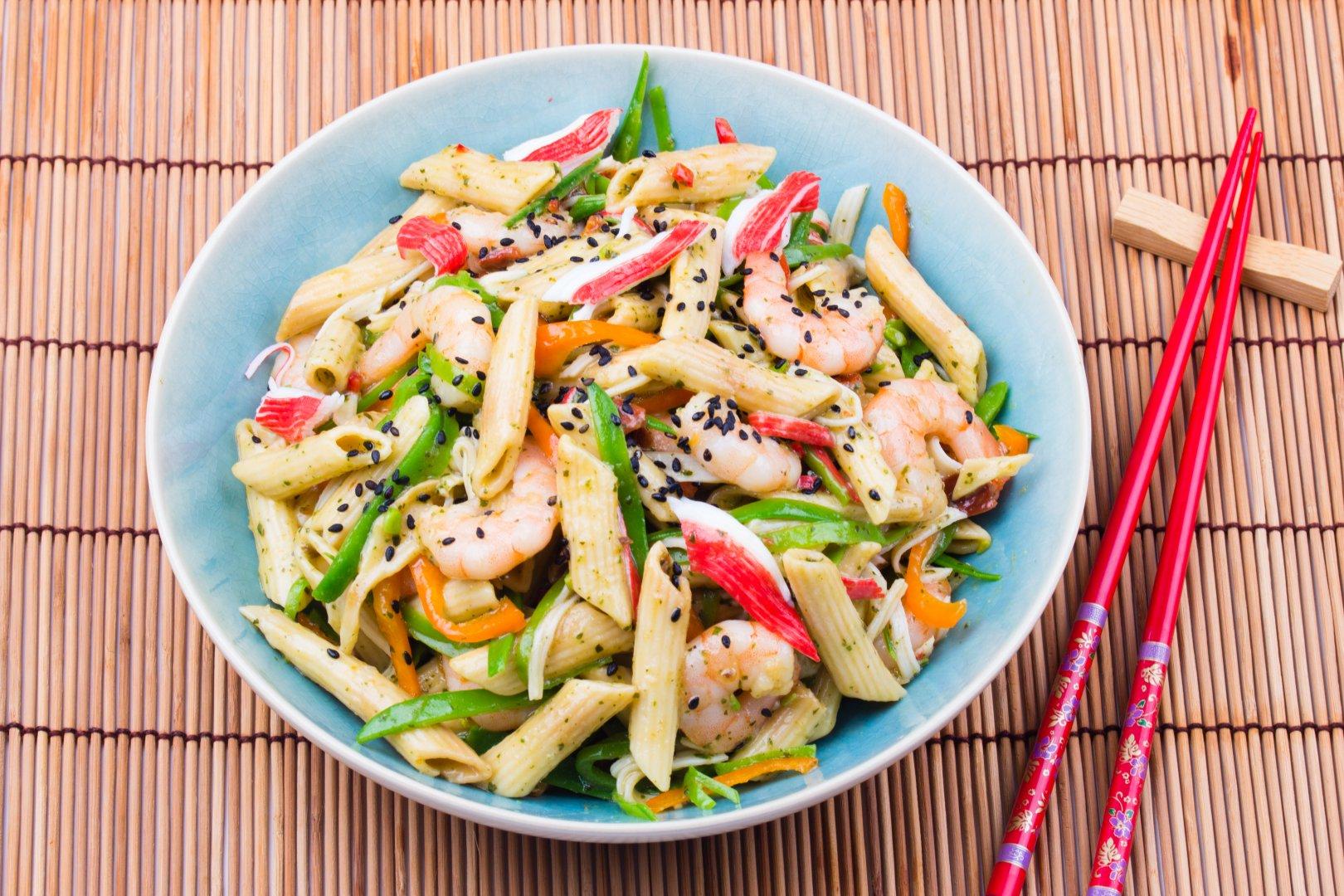 Chinese Pasta Pesto salade met garnalen
