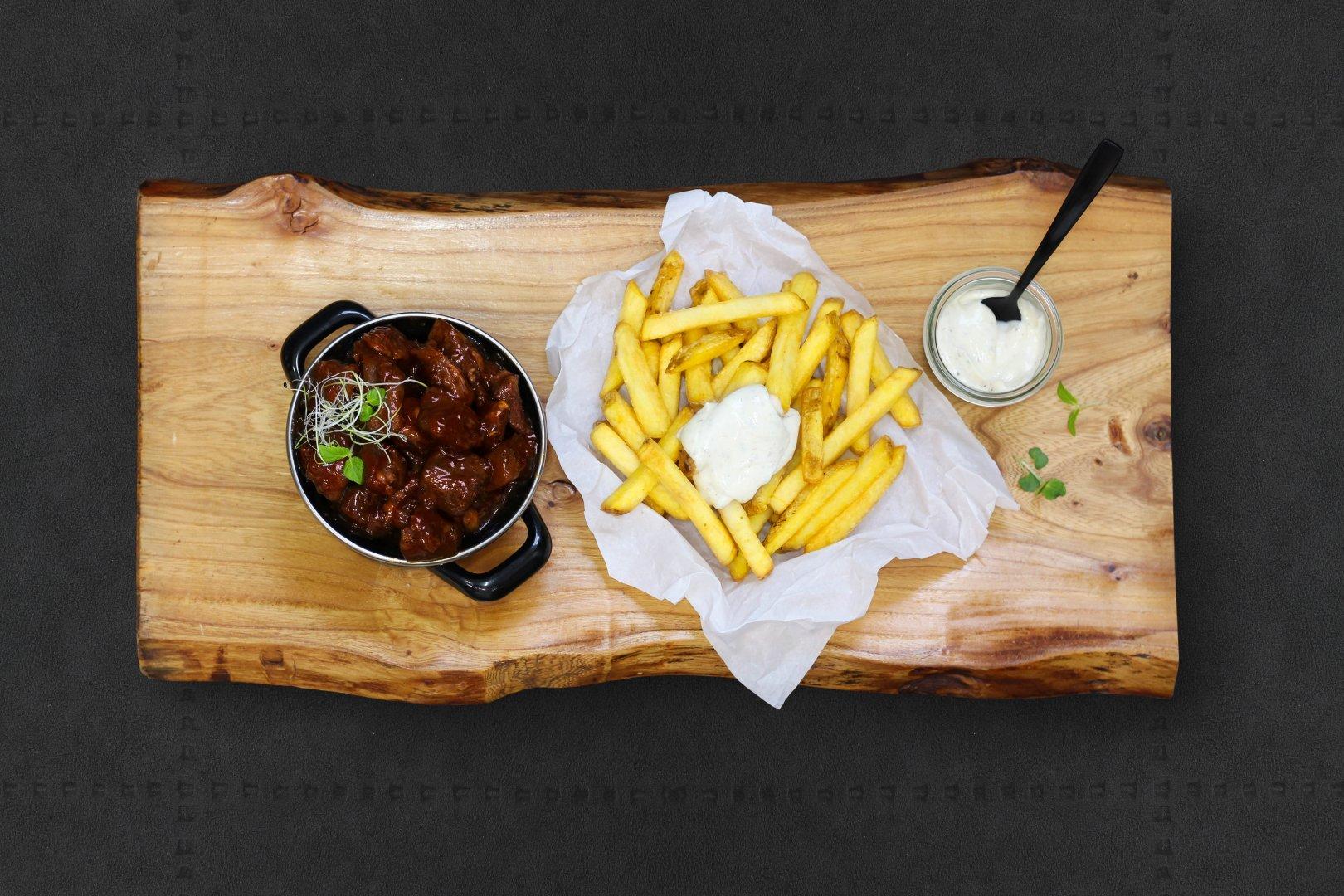 Friet met Limburgs Zuurvlees